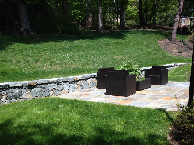 residential patio and stone wall contractor